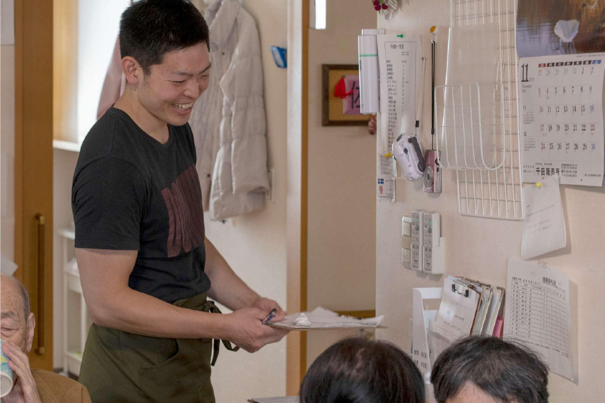 鈴木内科医院で働こうと思ったきっかけは? - スポーツクラブのインストラクターを3年半していましたが、そこは正社員雇用がなく、何年働いてもアルバイト扱いだったので、正社員できちんと働きたいと思い転職を考えていました。そして合同企業説明会に参加し、そこで数社お話を聞いたのですが、とにかく鈴木内科医院の事務長の言葉に「力」がありました。今後の社会での働き方などにも説得力があり、鈴木内科医院しかない!という感じでした。 -  -