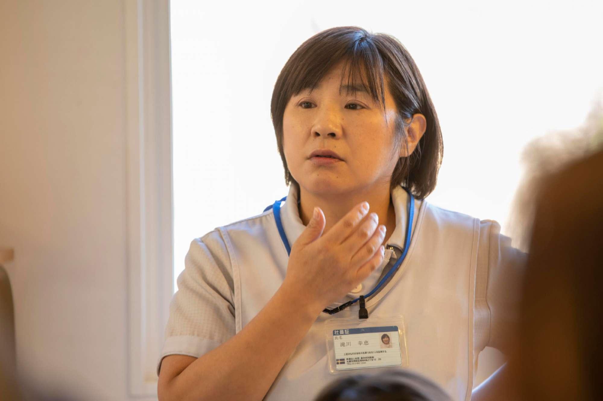 鈴木内科医院で働こうと思ったきっかけは? - 札幌市外の病院で看護師として働いておりましたが、患者さまの退院後の生活も気にするようになり、今後の自分の看護方向についていろいろ考えていました。そこで偶然、訪問看護師の話を聞いたのがきっかけです。すぐに「やりたい!」という情熱が強くなり、鈴木内医院では志が高く、訪問看護に力を入れているということで働かさせていただくようになりました。 -  -