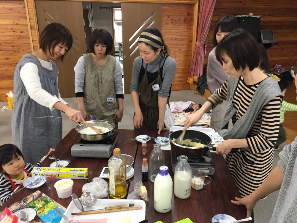 子育てサークルでホロシリ牛乳を使用した料理教室 -