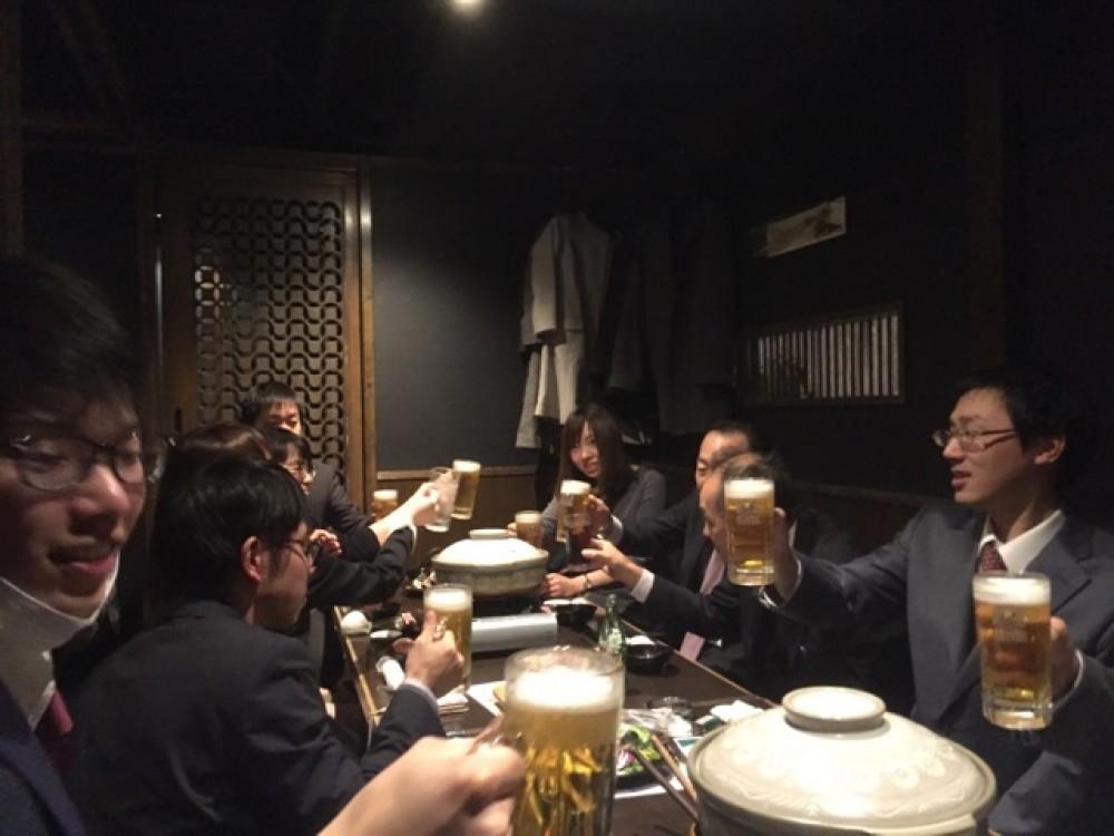 - 2017年12月9日(土)に毎年恒例の忘年会をおこないました!美味しいお酒と料理を堪能しながら、真剣に語り合ったり笑い合ったり、社員全員で今年最後の宴会を楽しみました♪ -  -