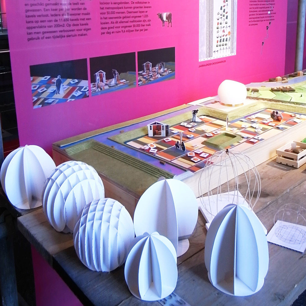 - Making of the model contains of studies for the model of Paleis van de Volksvlijt. -  -