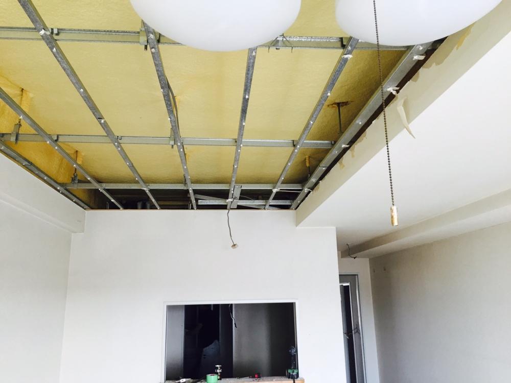 解体 - 天井裏の設備関係の既存配管が見えてきました。 -  -