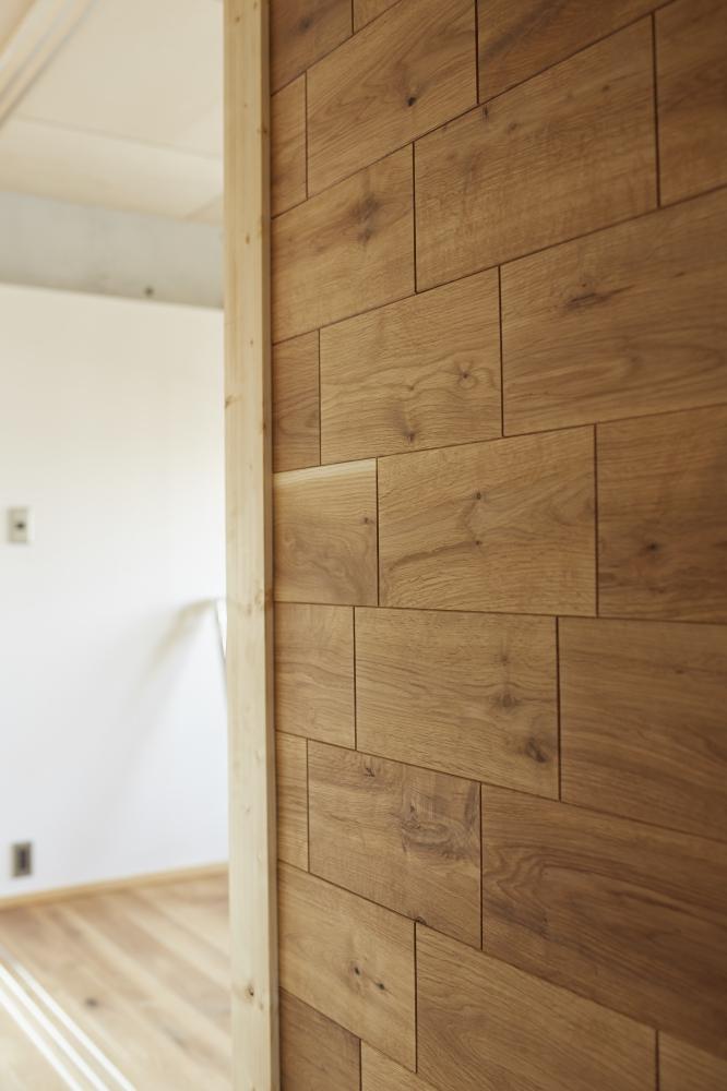 - 木貼りの壁 -  -