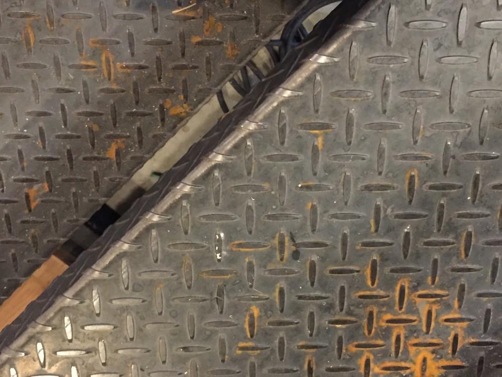 縞鋼板と赤錆 -  -  -