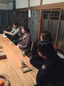 今回のゲスト、助産師の堀田さんです。(中央)