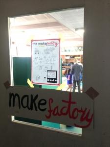 いよいよ1、2学年でワークショップを。始まりますよー  「Make Factory」ワークショップ in 松恵小学校