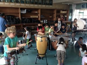 ストーリーに合わせて効果音を。順番まだー?  「Make Factory」ワークショップ in 松恵小学校 1年生