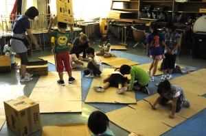 始まりました。何作ろうかなあ  「Make Factory」ワークショップ in 松恵小学校 1年生