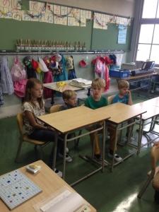 オランダから来た子供達は松恵小学校にも通いました。給食も一緒です。