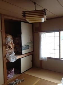 工事前の和室。押し入れ部分を拡張してクローゼットに。