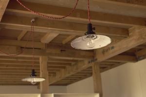 ランプと天井。  Photo by Mihoko Tsujita