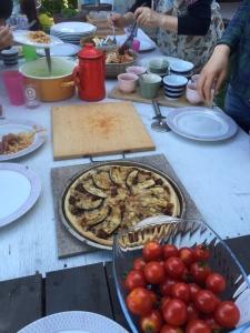 こちらは大人が作ったナスとミートソースのピザ。