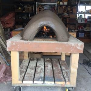 数日乾燥の後、火入れ。さらに乾燥させます。