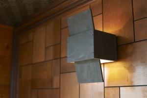 既存の配線を利用して、居間の間接照明を作りました。  photo by MIhoko Tsujita