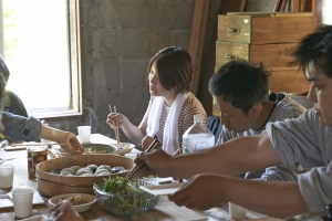 身体を動かした後のご飯はウマイ!  photo Mihoko Tsujita