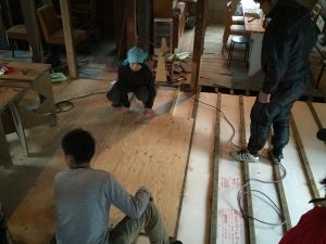 午後は床を作ります。
