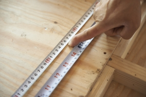 材料の規格とメジャーに付いているマークのヒミツをきく。  photo Mihoko Tsujita