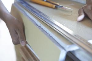 実際にカッターで切ってみる。  photo Mihoko Tsujita