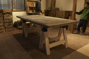 建具を乗せて早速テーブルにしました。