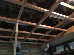 格天井の材料を組み合わせていきます。