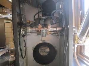 排気モーターを外す -