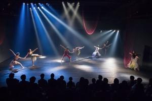 Dance & Multitude Arts 「Water Flow」:藤沢の舞台美術参加!! - 2016/9/16-18樽前arty+とも関係の深い舞踊家 清水フミヒトさんの札幌公演に再び藤沢レオが舞台美術で参加します。▷Dance & Multitude Arts 「Water Flow」▷昨年に続き「Water Flow」の札幌公演ですが、今回は昨年の舞台が終わったその日にはすでに始動しており、丸一年をかけ、制作や稽古が積み重ねられてきました。どんな風に舞台の中で融合していくのか、今からワクワクが止まりません!まずは特設ページをご覧いただき、一年の軌跡を味わってみてください!▷平成 28年9月16,17,18日 5回公演会場:生活支援型文化施設コンカリーニョ▷チケットお申し込み、詳細は、こちらのホームページから!Water Flow特設ページ↓http://www.shimizufumihito.com/…特設facebookページ↓https://www.facebook.com/shimizu.bureau/