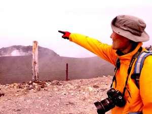 『手に取る宇宙 地上ミッション in Mt.TARUMAE』 by松井紫朗氏 #樽前arty2017参加関連 - 本日は松井紫朗『手に取る宇宙 地上ミッション in Mt.TARUMAE』として、苫小牧の名峰 樽前山へ!artyメンバーがガイド役となり、七合目登山口から登頂し、ぐるっとお鉢周り。強風吹きすさぶ中でしたが、参加者全員思い思いに楽しみました。ガラスケースに詰まった宇宙は、振替休日で参加が叶った少年が最後まで大切に運ぶことができました。今日も素晴らしいミッションでした!手に取る宇宙公式サイト↓http://www.m-in-a-bottle.org