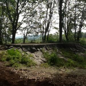 小助川裕康 - 造園家1978年 北海道札幌市に生まれる。北海道芸術デザイン専門学校卒業後、造園という仕事に出会い、その土壌から美を発掘し没頭する。2008年 人々-HITOBITO-を立ち上げ、樹木医師兼ガーデンデザイナーとしていまだ未開拓な北海道の庭を創造し発信し続けている。http://hitobitogardeningclub.jimdo.com/