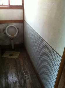 トイレ。昔のばあちゃん家に似てるな
