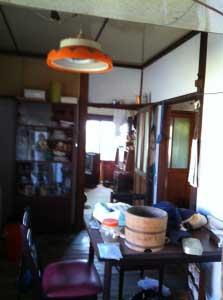 旧台所。木桶発見!