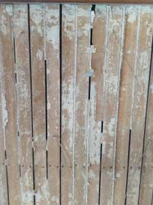 アップで観るとこんな感じ。隙間ににゅっと塗り込んであったのです。
