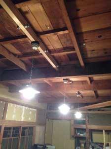 元々ついていた照明器具も取り付けて完成。
