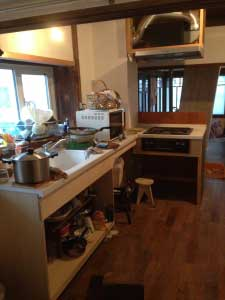 キッチンカウンター、ガスコンロ、換気扇全て新品の頂き物です。ありがたいです